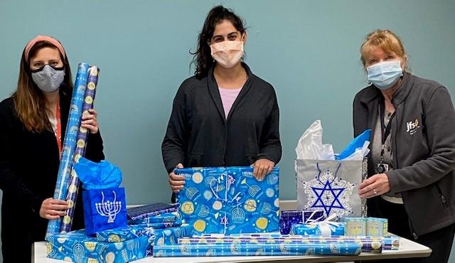Taly Friedman Melissa Kingston & Vicky Johanson With Hanukkah Wrap