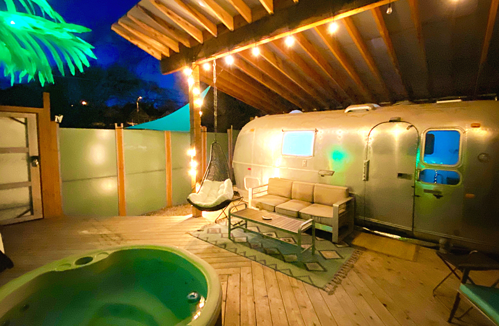 A photo of the Airstream airbnb available in Kansas City, Missouri.